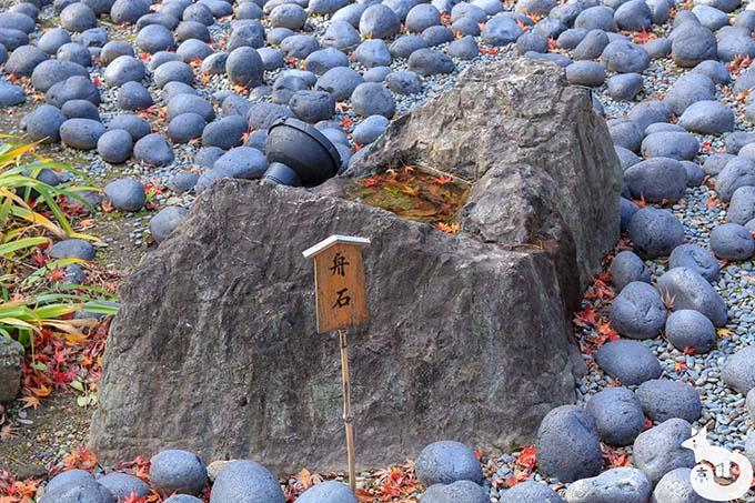 宝厳院 舟石