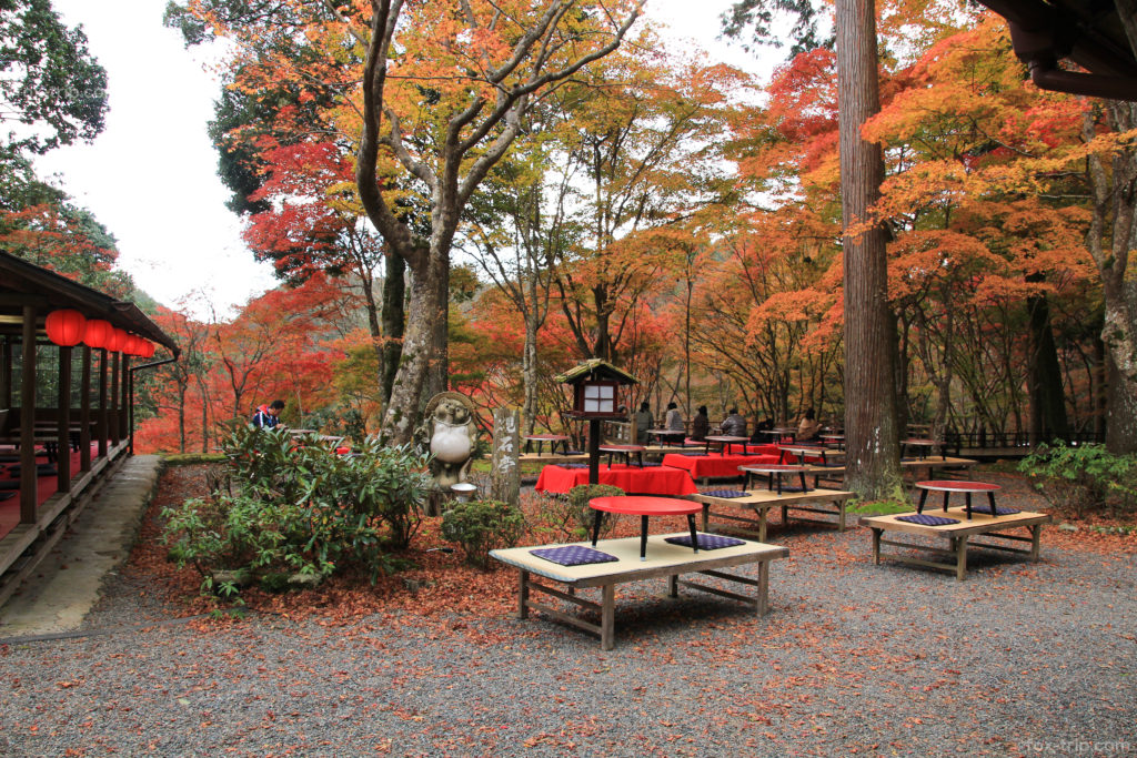 神護寺の紅葉 硯石亭
