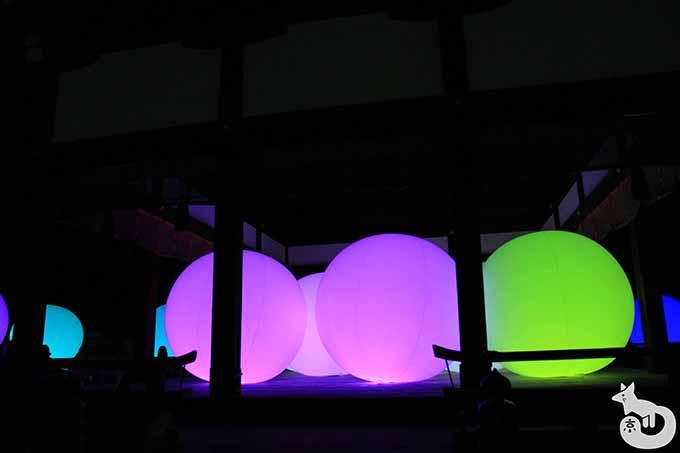 舞殿の光の球体